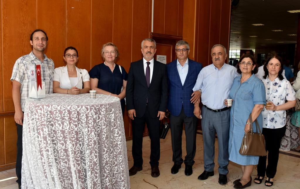 http://www.omu.edu.tr/sites/default/files/files/omu_ailesi_bayramlasmada_bir_araya_geldi/dsc_5581.jpg