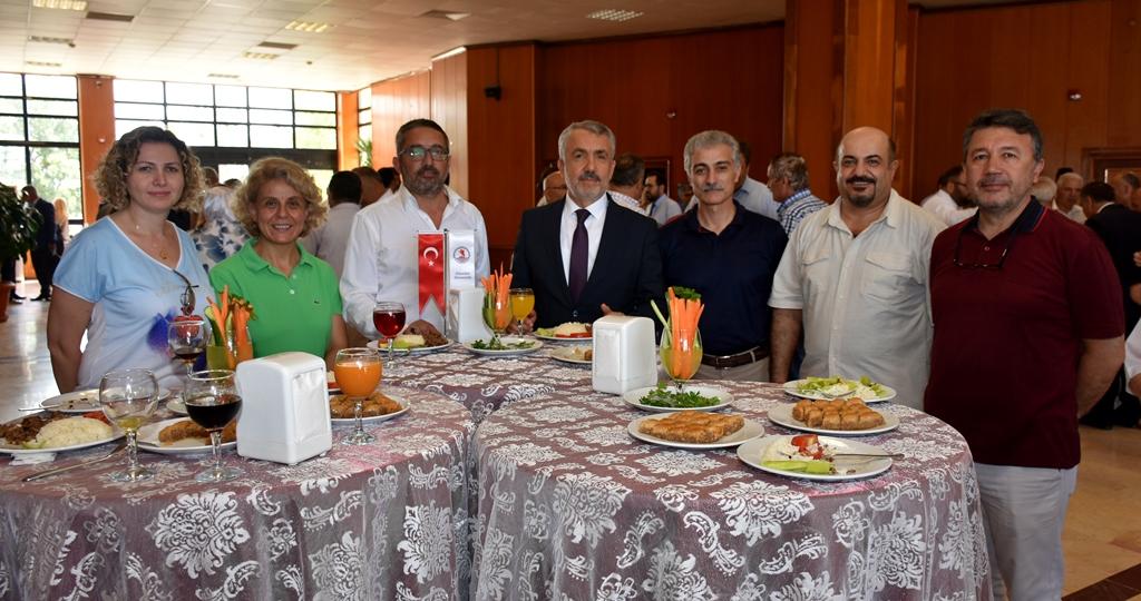 http://www.omu.edu.tr/sites/default/files/files/omu_ailesi_bayramlasmada_bir_araya_geldi/dsc_5583.jpg