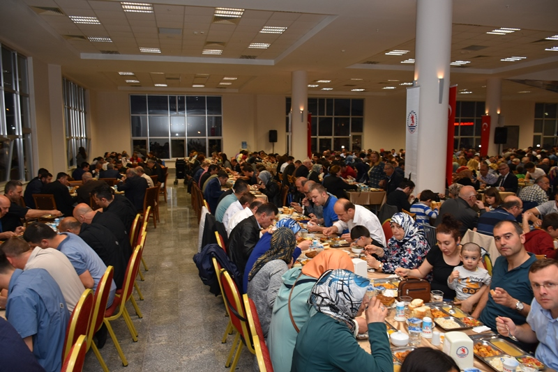 http://www.omu.edu.tr/sites/default/files/files/omu_ailesi_iftarda_bir_araya_geldi/dsc_2796.jpg