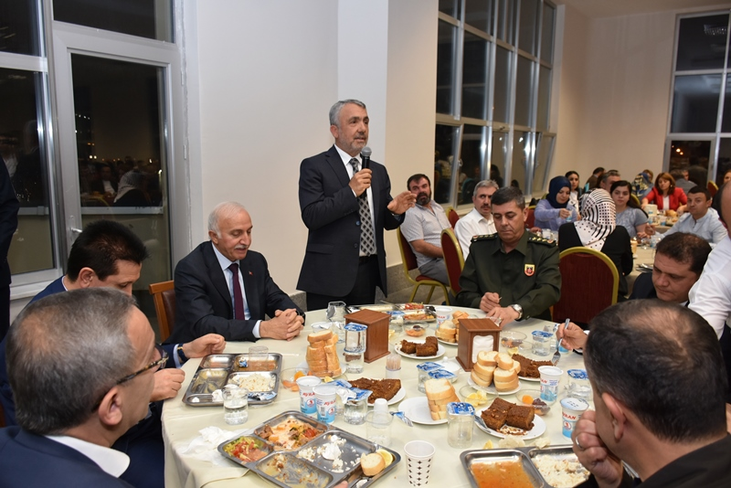 http://www.omu.edu.tr/sites/default/files/files/omu_ailesi_iftarda_bir_araya_geldi/dsc_2806.jpg