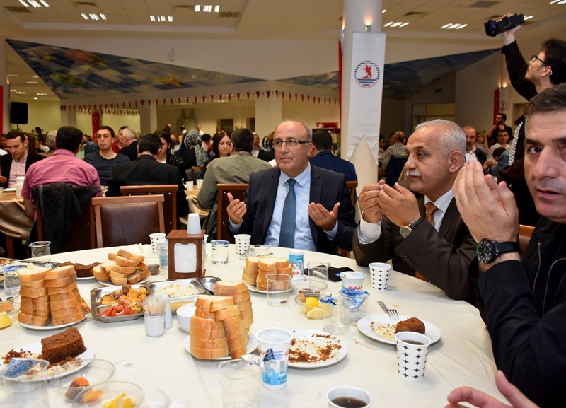 http://www.omu.edu.tr/sites/default/files/files/omu_ailesi_iftarda_bir_araya_geldi/dsc_2838.jpg
