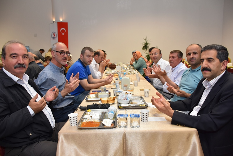http://www.omu.edu.tr/sites/default/files/files/omu_ailesi_iftarda_bir_araya_geldi/dsc_2839.jpg