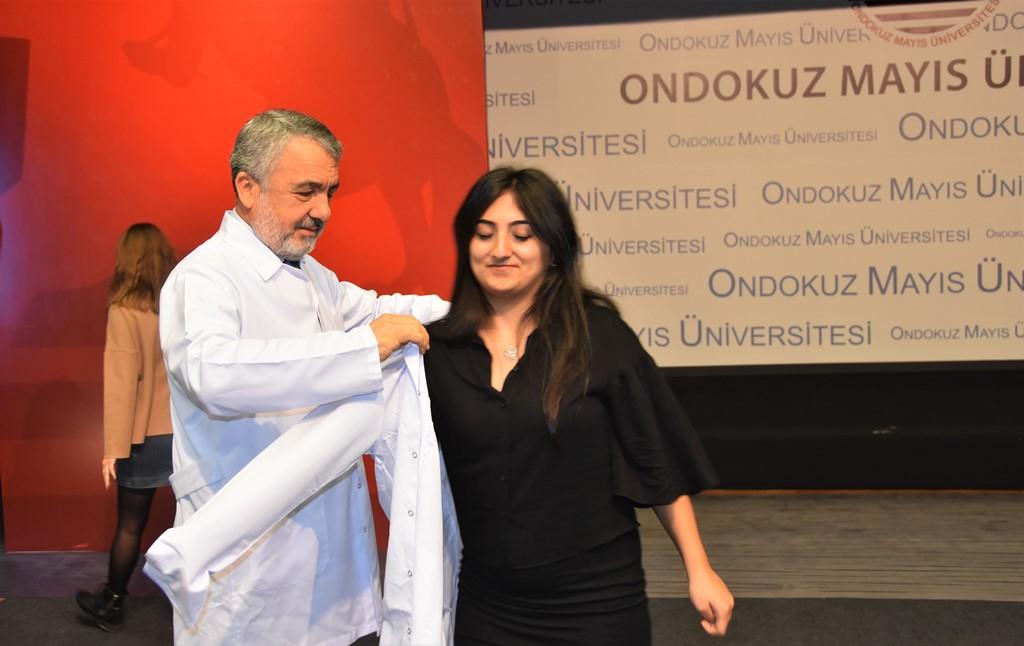 http://www.omu.edu.tr/sites/default/files/files/omu_dis_hekimligi_fakultesinde_beyaz_onluk_giyme_sevinci/dsc_0344.jpg