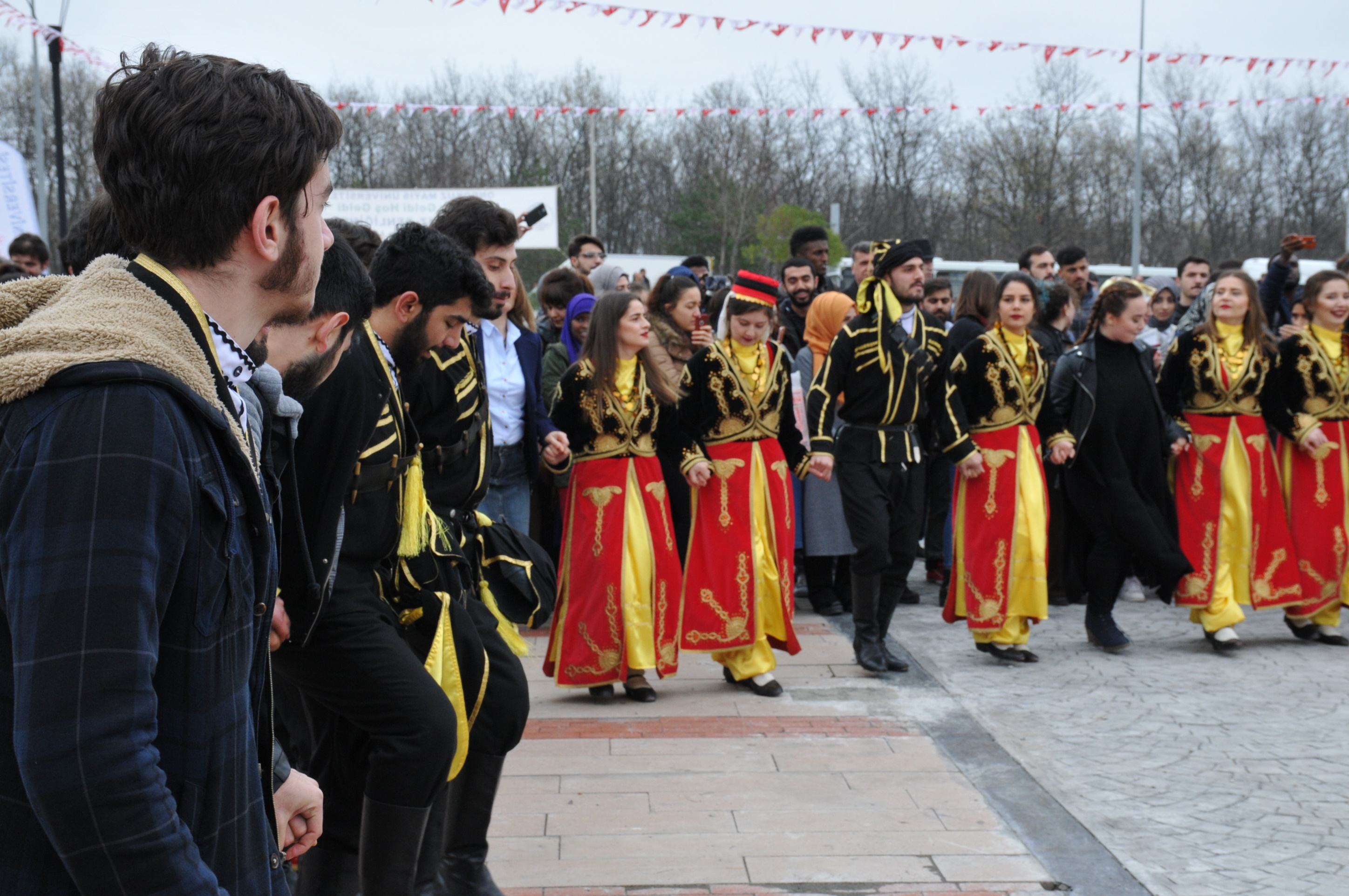 http://www.omu.edu.tr/sites/default/files/files/omu_family_enthusiastically_celebrated_newroz/dsc_0173.jpg