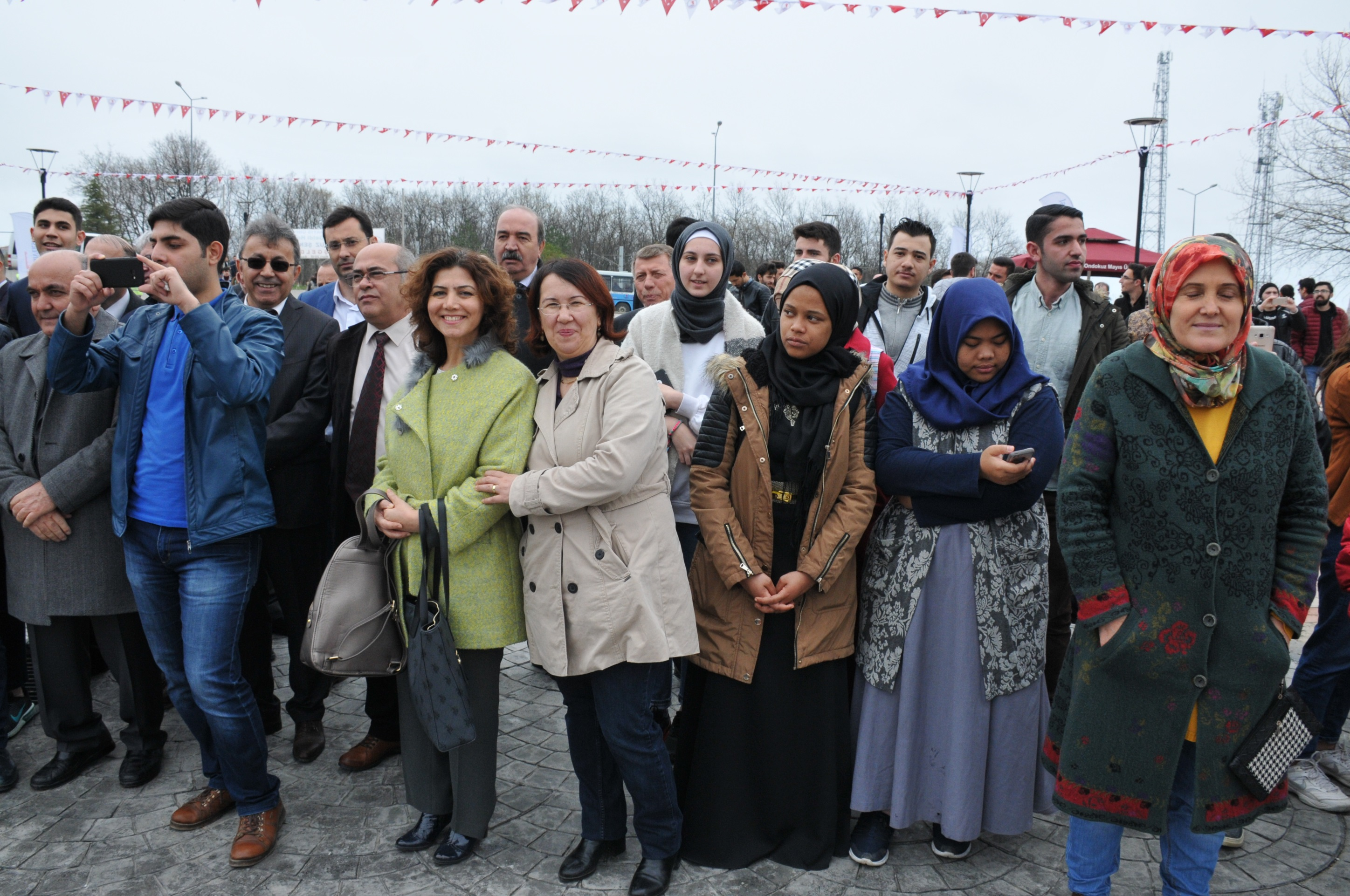 http://www.omu.edu.tr/sites/default/files/files/omu_family_enthusiastically_celebrated_newroz/dsc_0180.jpg