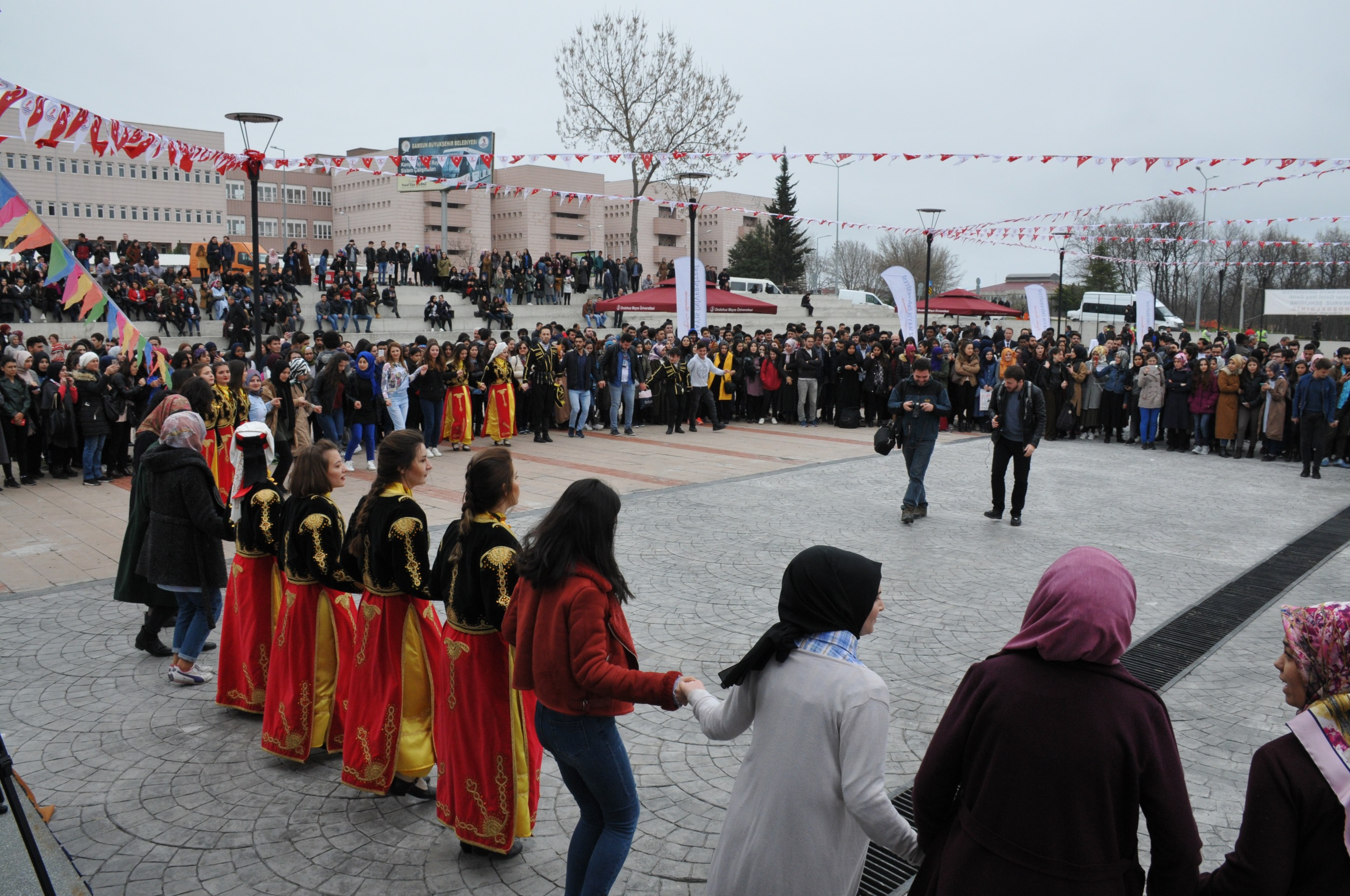 http://www.omu.edu.tr/sites/default/files/files/omu_family_enthusiastically_celebrated_newroz/dsc_0186.jpg