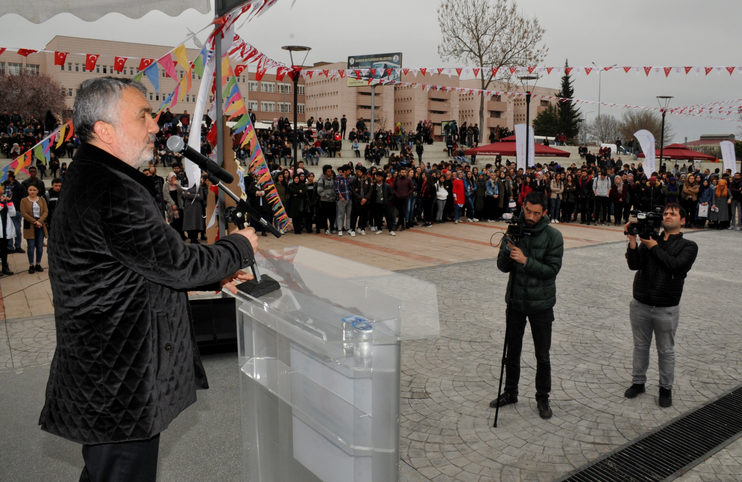 http://www.omu.edu.tr/sites/default/files/files/omu_family_enthusiastically_celebrated_newroz/dsc_0207.jpg