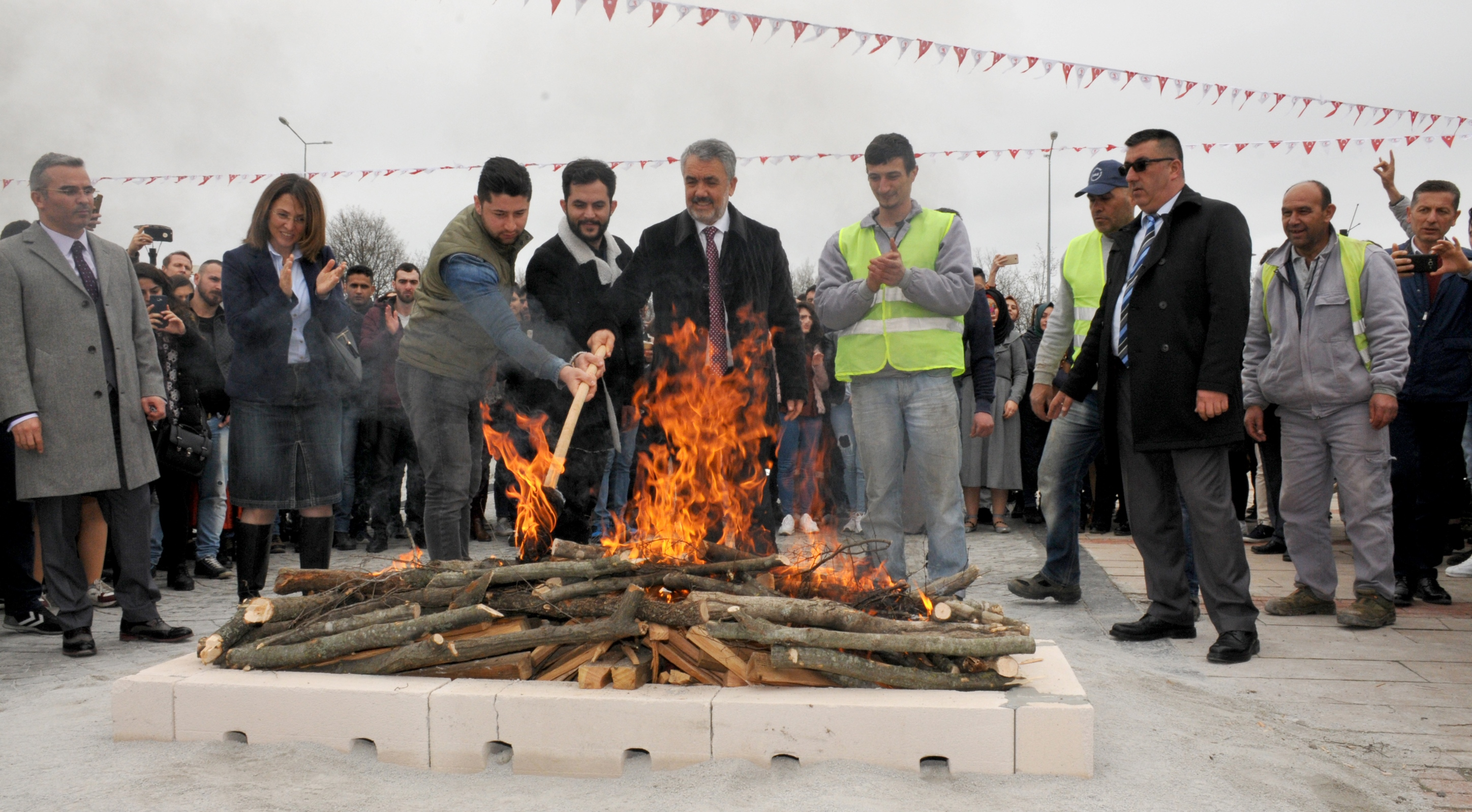 http://www.omu.edu.tr/sites/default/files/files/omu_family_enthusiastically_celebrated_newroz/dsc_0247.jpg
