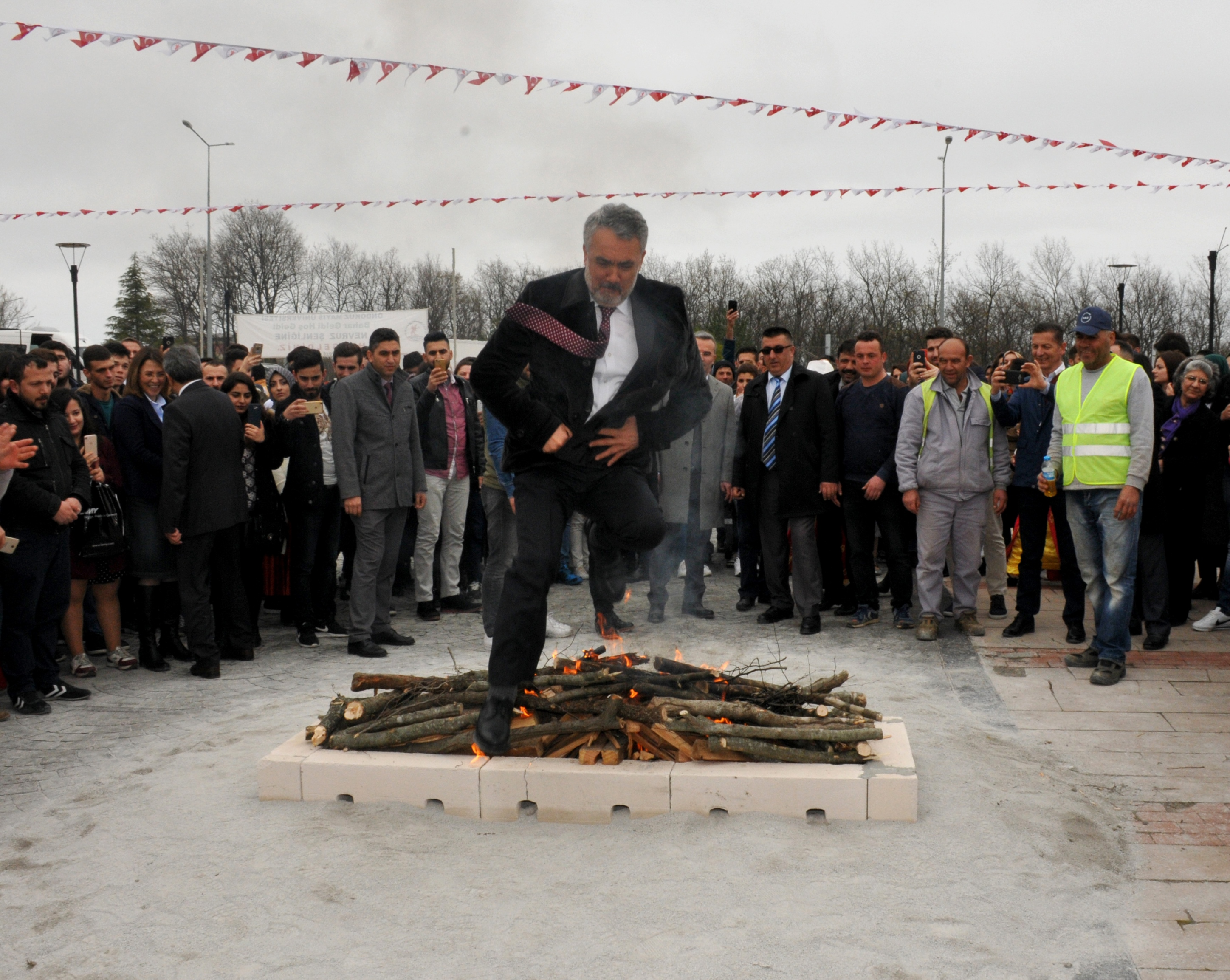 http://www.omu.edu.tr/sites/default/files/files/omu_family_enthusiastically_celebrated_newroz/dsc_0250.jpg