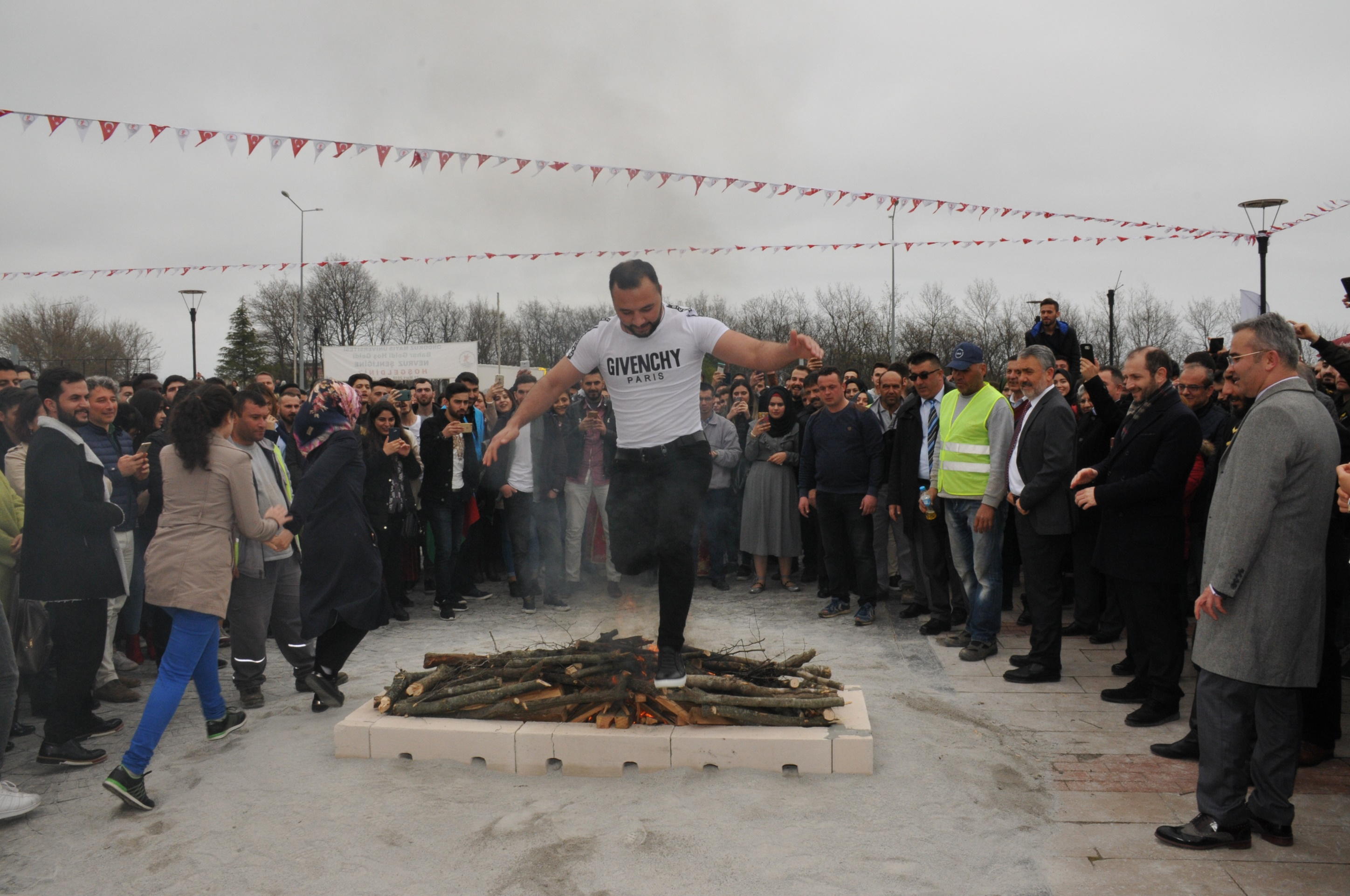 http://www.omu.edu.tr/sites/default/files/files/omu_family_enthusiastically_celebrated_newroz/dsc_0261.jpg