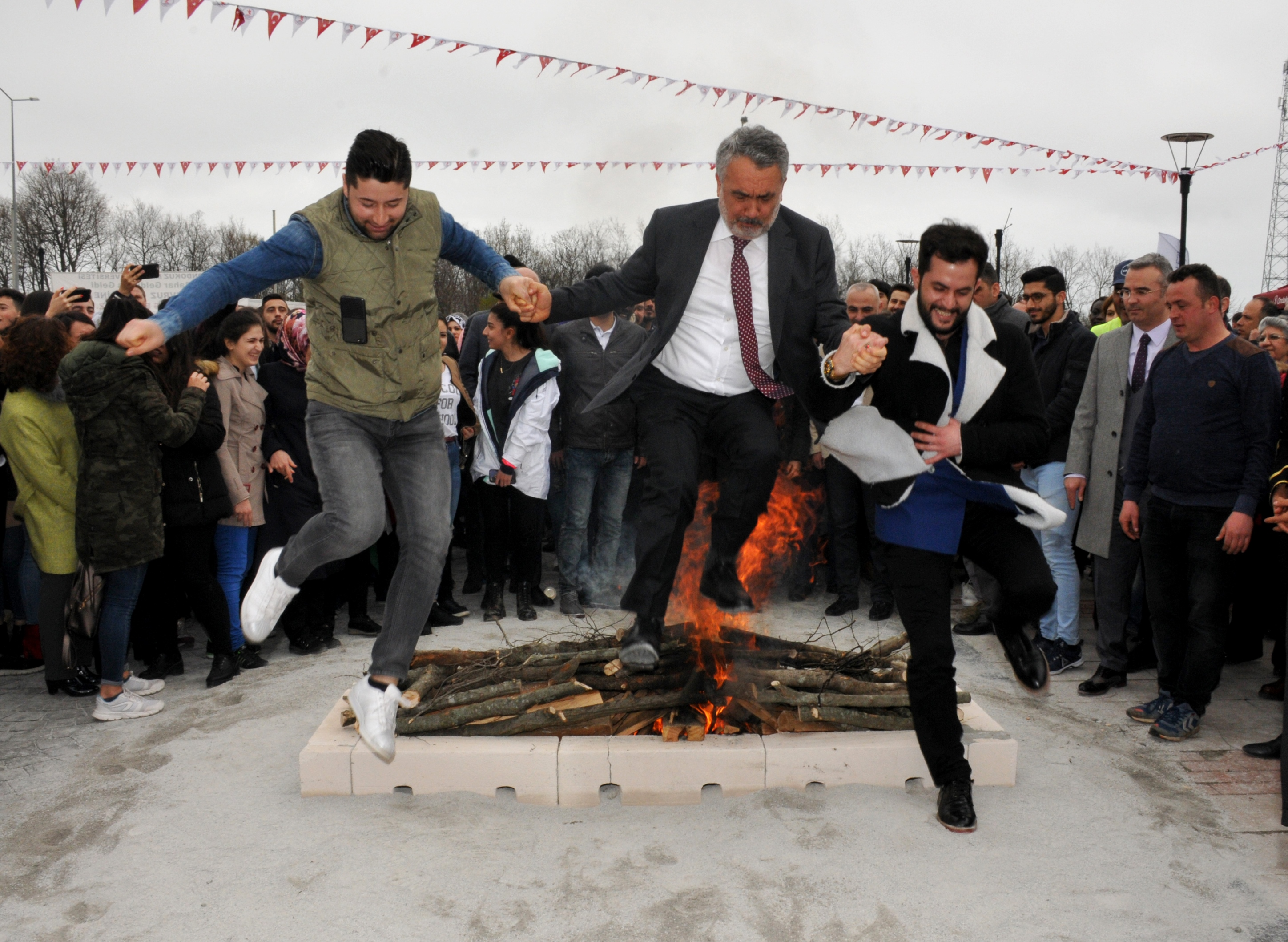 http://www.omu.edu.tr/sites/default/files/files/omu_family_enthusiastically_celebrated_newroz/dsc_0268.jpg