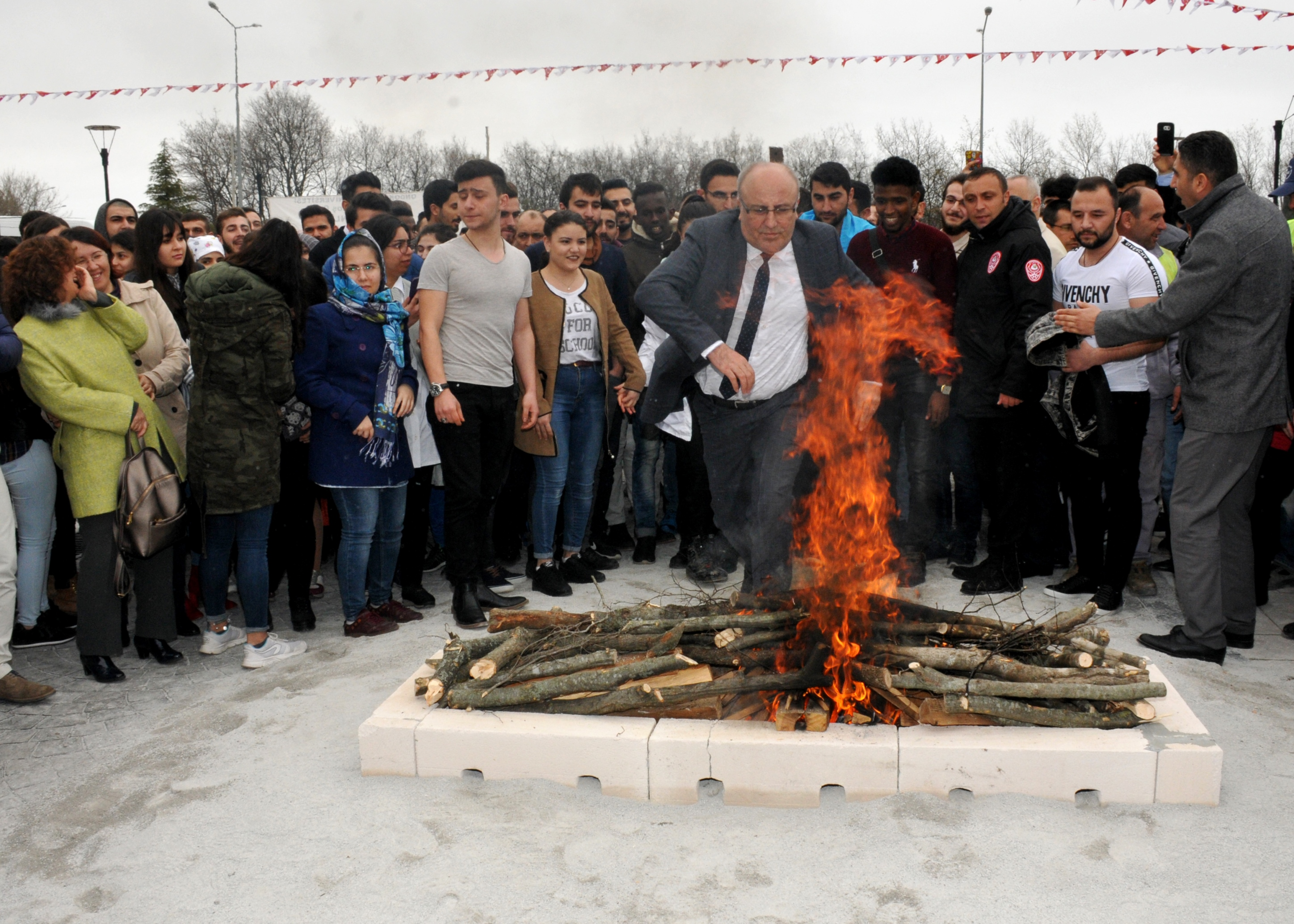 http://www.omu.edu.tr/sites/default/files/files/omu_family_enthusiastically_celebrated_newroz/dsc_0271.jpg