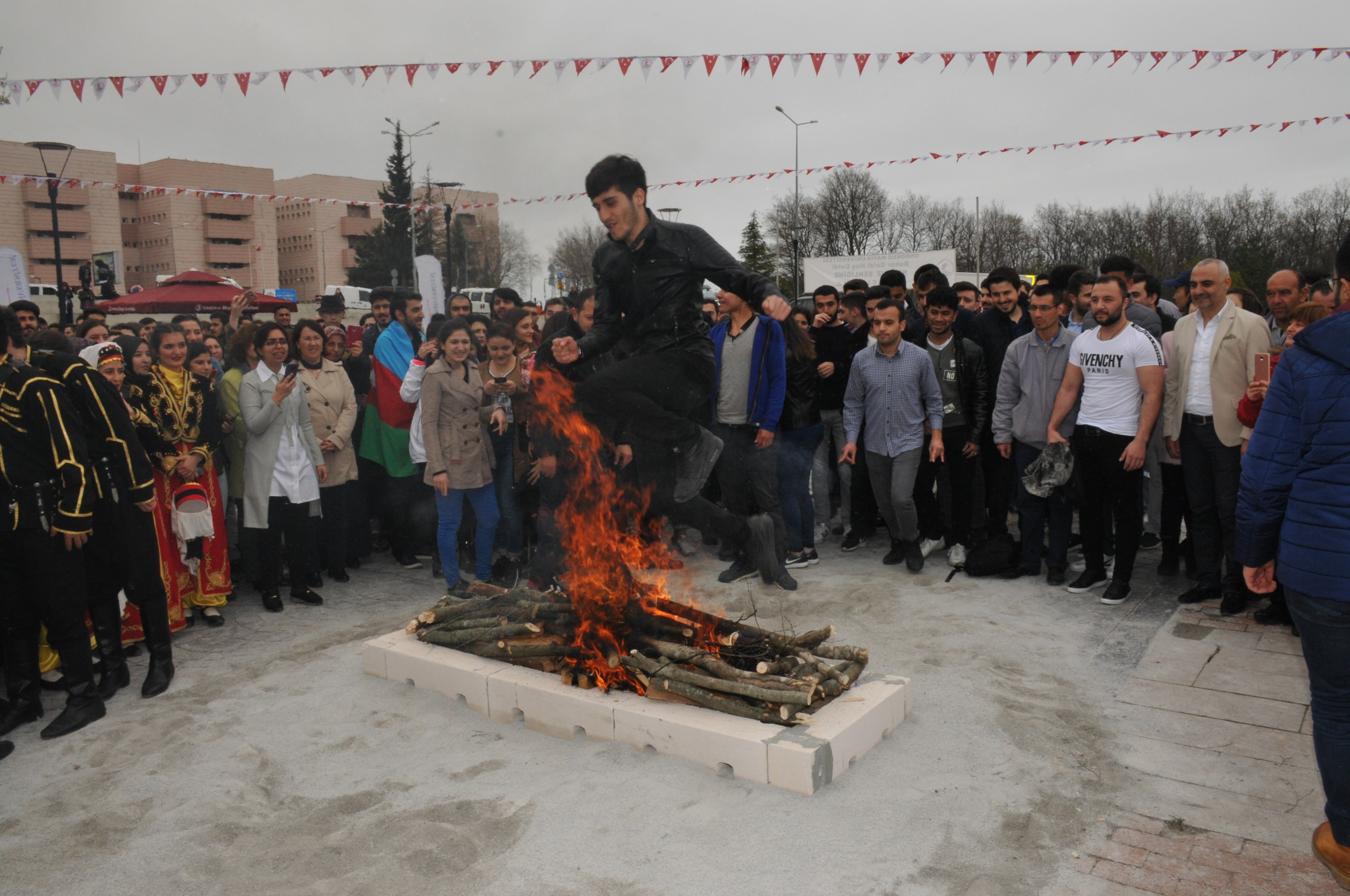 http://www.omu.edu.tr/sites/default/files/files/omu_family_enthusiastically_celebrated_newroz/dsc_0277.jpg