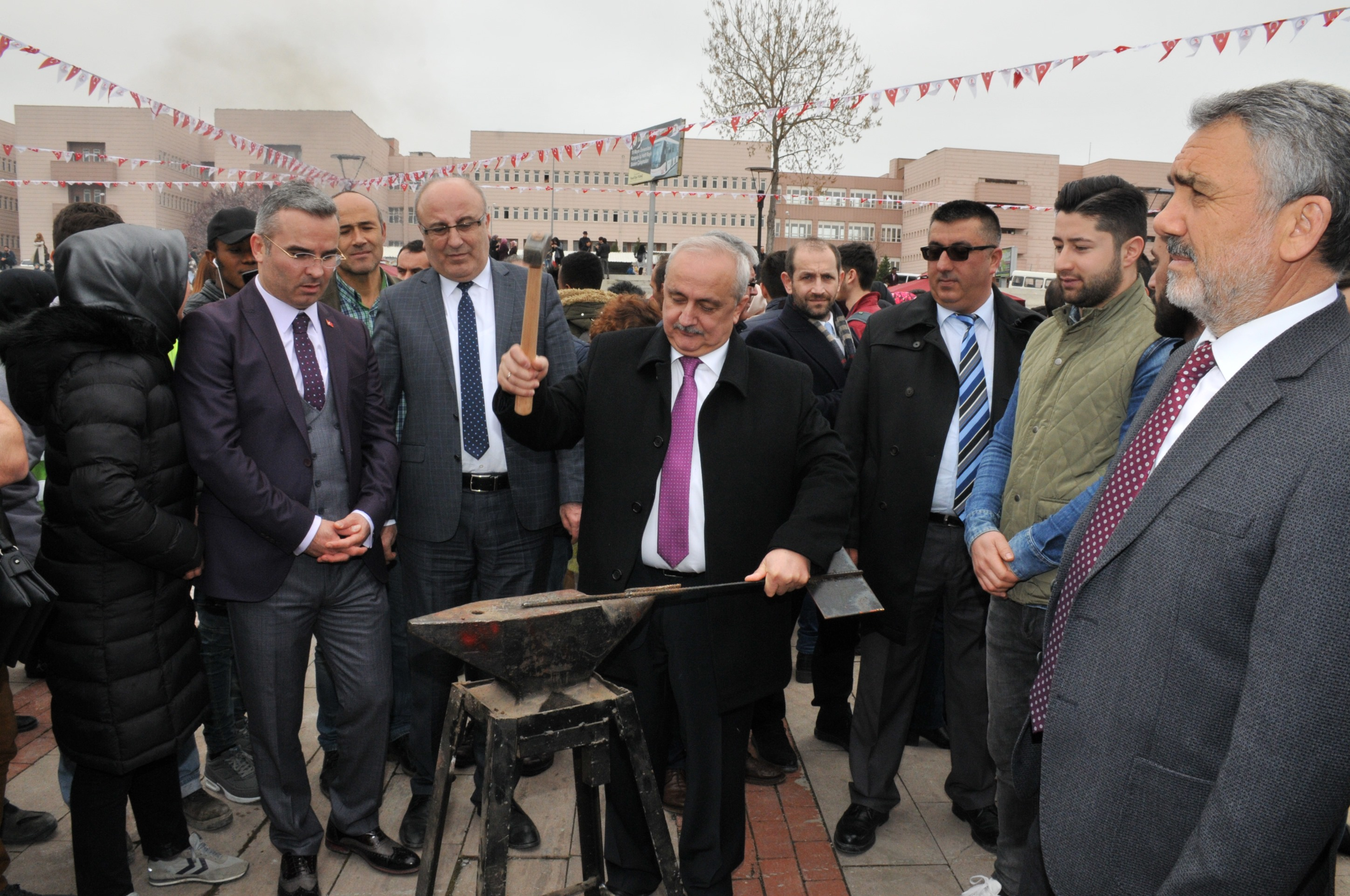 http://www.omu.edu.tr/sites/default/files/files/omu_family_enthusiastically_celebrated_newroz/dsc_0306.jpg