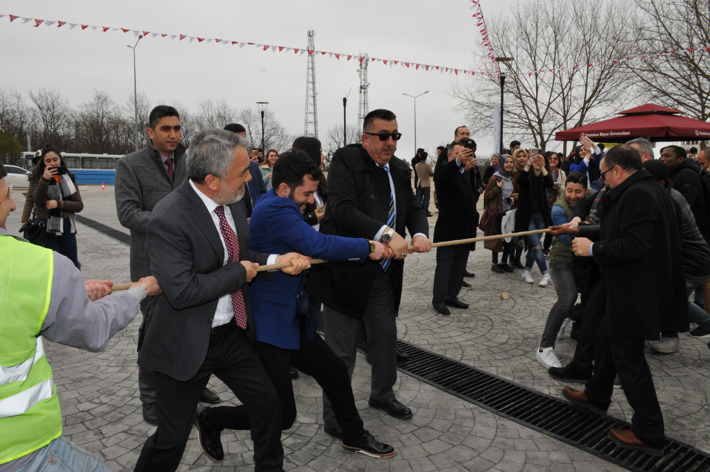 http://www.omu.edu.tr/sites/default/files/files/omu_family_enthusiastically_celebrated_newroz/dsc_0318.jpg