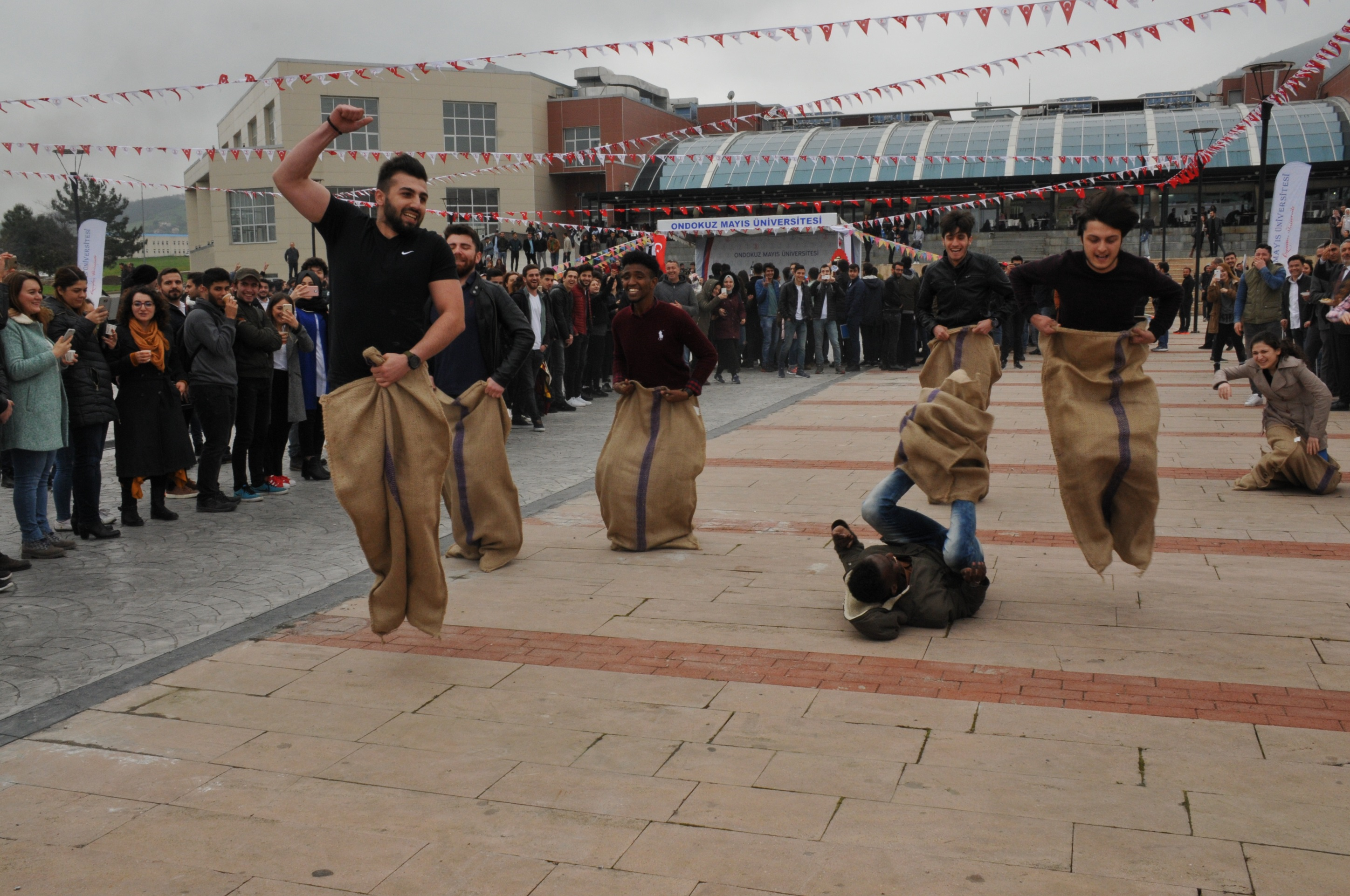 http://www.omu.edu.tr/sites/default/files/files/omu_family_enthusiastically_celebrated_newroz/dsc_0335.jpg