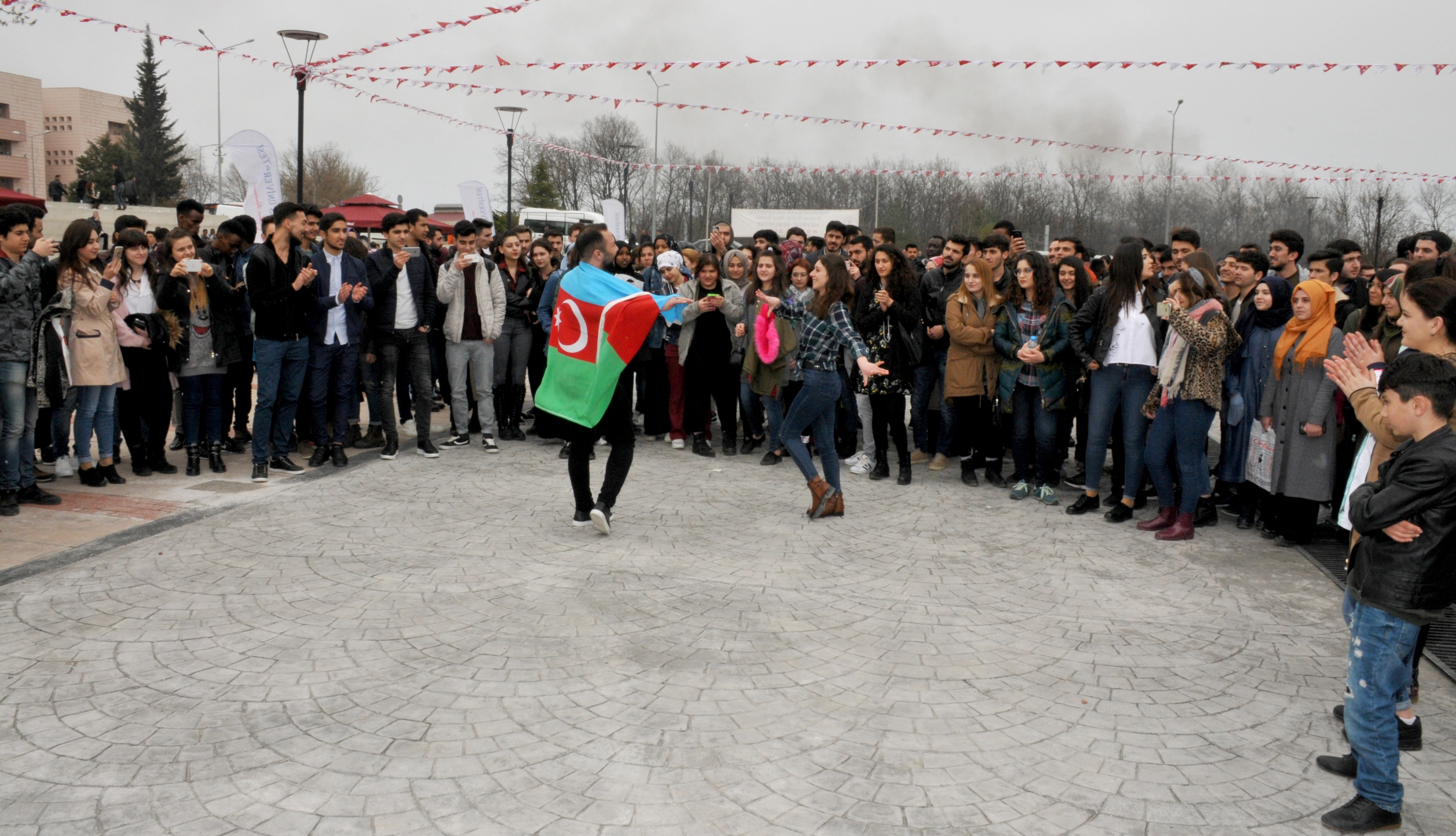 http://www.omu.edu.tr/sites/default/files/files/omu_family_enthusiastically_celebrated_newroz/dsc_0386.jpg