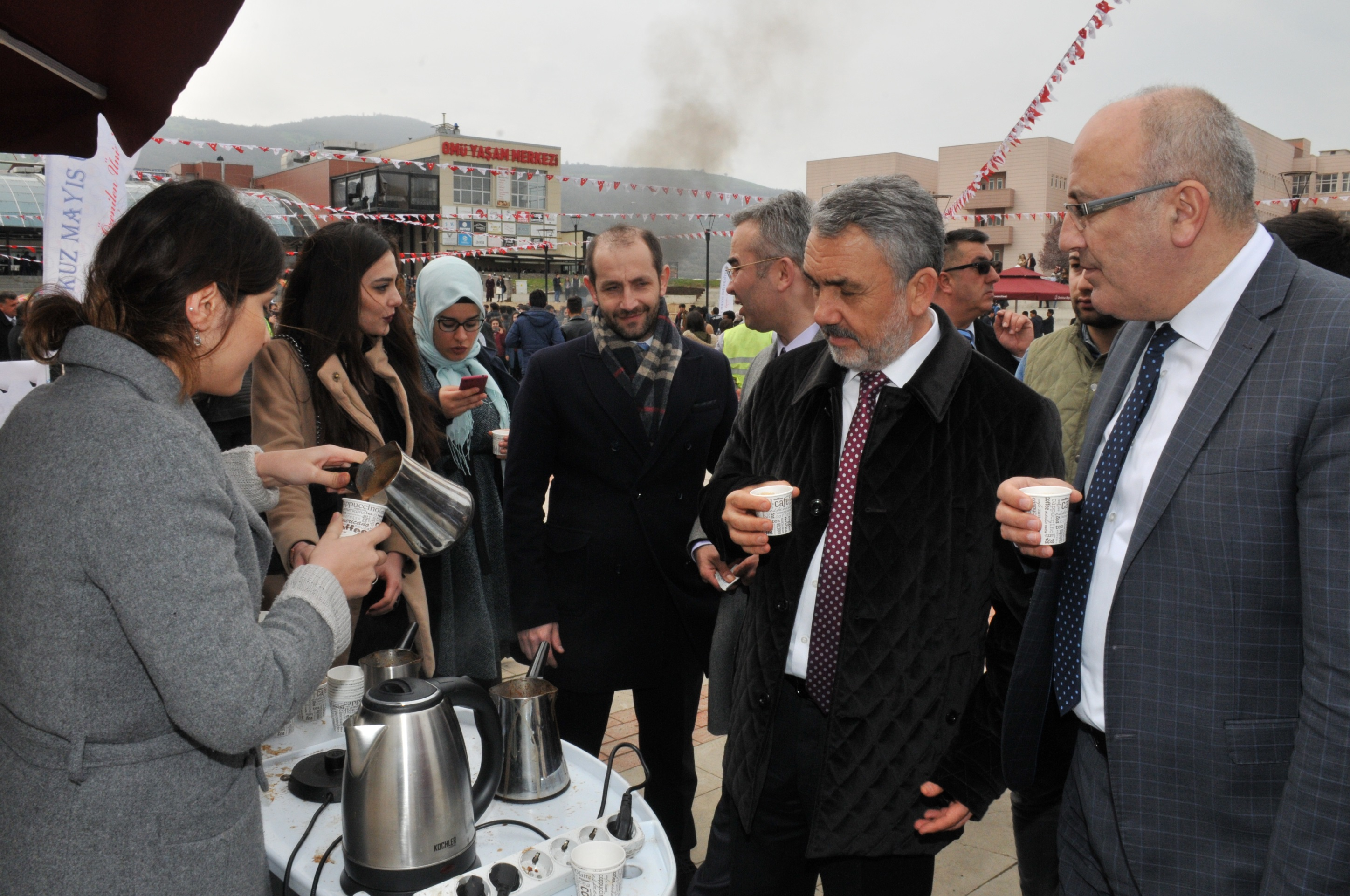 http://www.omu.edu.tr/sites/default/files/files/omu_family_enthusiastically_celebrated_newroz/dsc_0402.jpg