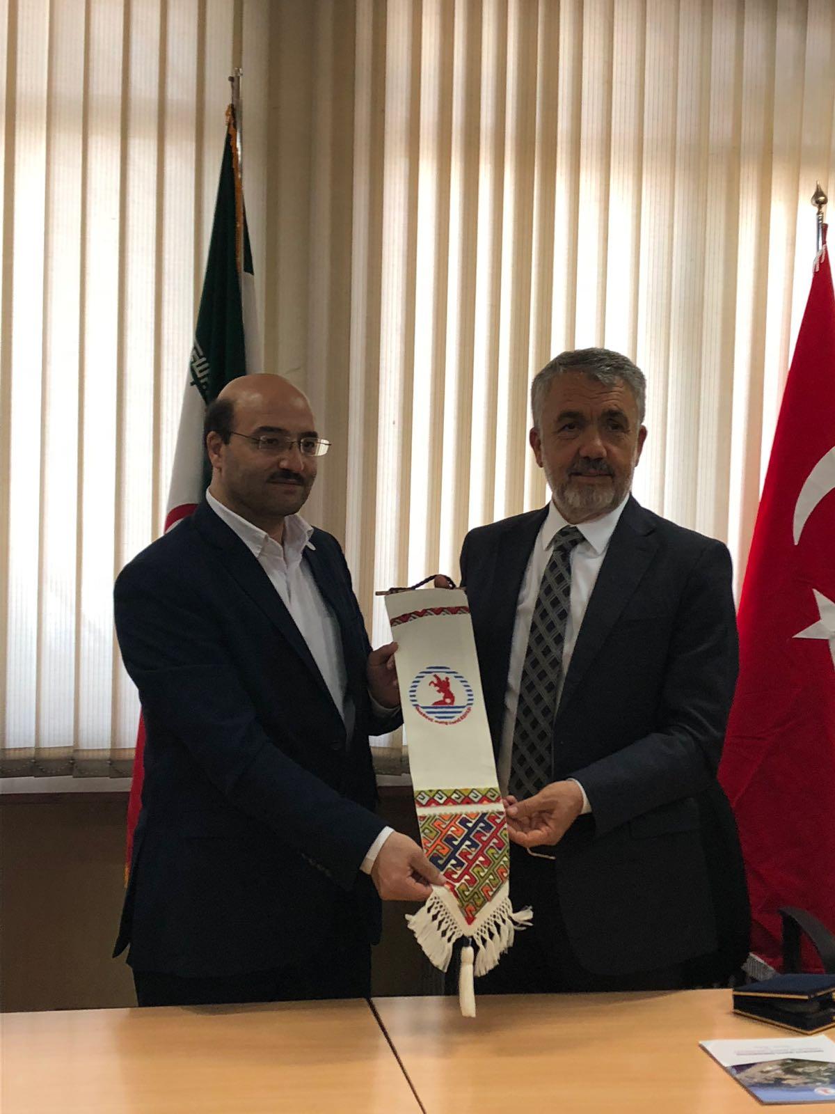http://www.omu.edu.tr/sites/default/files/files/omu_ile_tahran_universitesi_is_birligi_yapacak/6_omu_iran_ziyaret_isletme_fak_8.jpeg