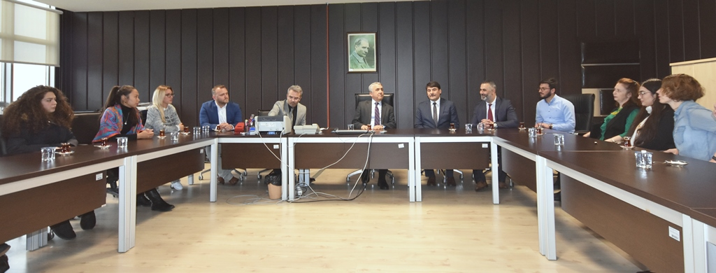 http://www.omu.edu.tr/sites/default/files/files/omu_turkce_ogrencileri_rektor_bilgice_kendilerini_anlattilar/dsc_8565.jpg