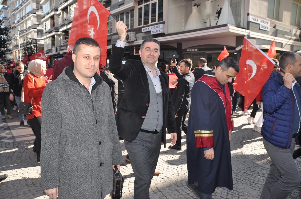 http://www.omu.edu.tr/sites/default/files/files/omu_ve_samsun_sehitlerimiz_icin_tek_yurek_oldu/dsc_0144.jpg