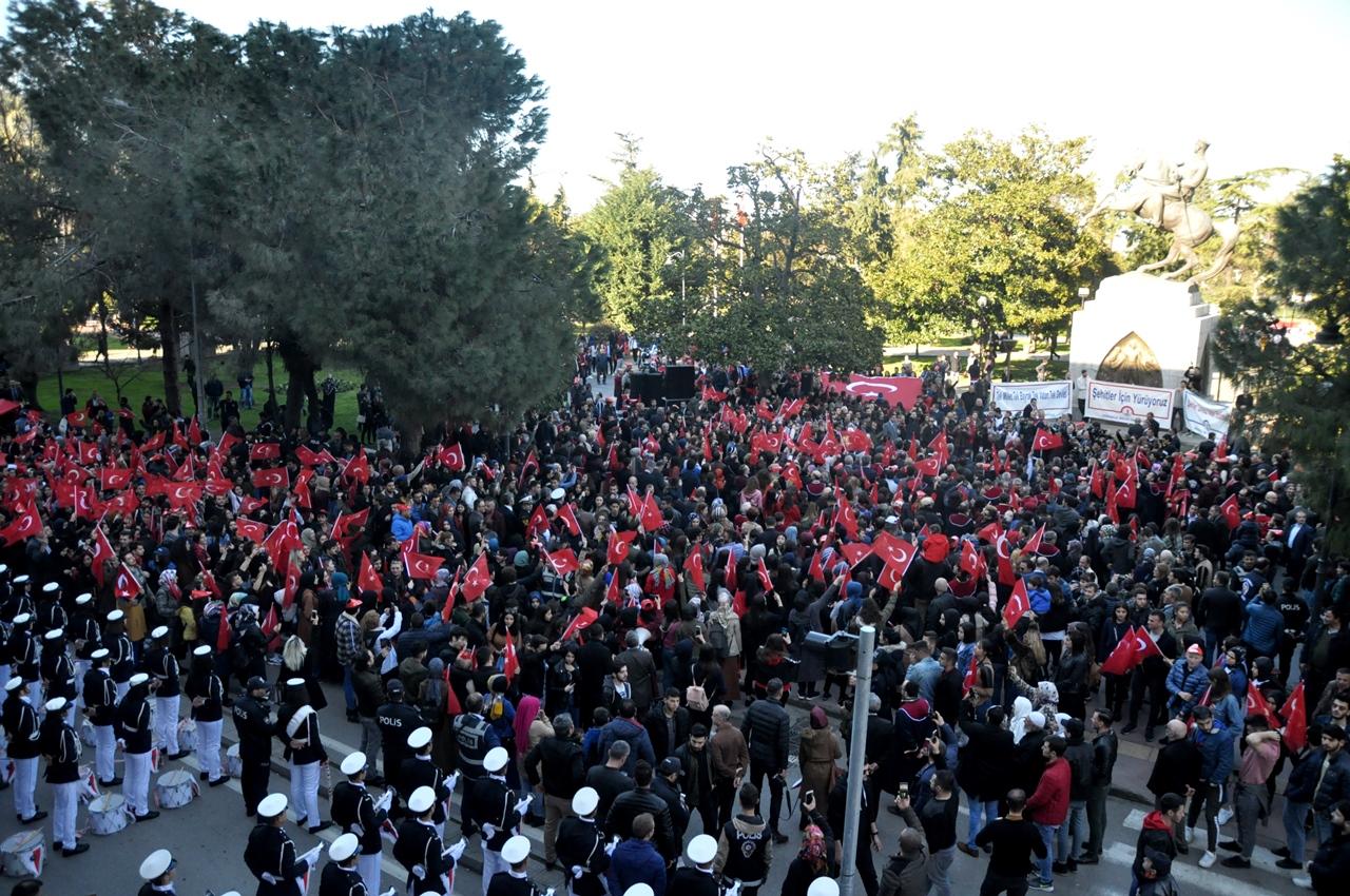 http://www.omu.edu.tr/sites/default/files/files/omu_ve_samsun_sehitlerimiz_icin_tek_yurek_oldu/dsc_0253.jpg