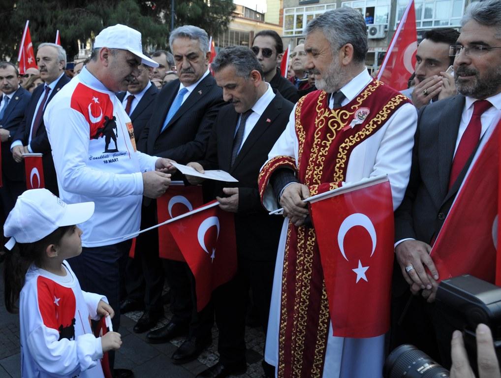 http://www.omu.edu.tr/sites/default/files/files/omu_ve_samsun_sehitlerimiz_icin_tek_yurek_oldu/dsc_0452.jpg