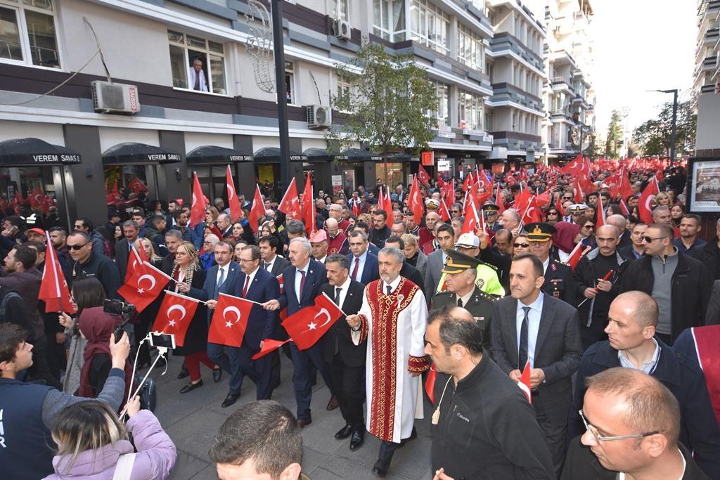 http://www.omu.edu.tr/sites/default/files/files/omu_ve_samsun_sehitlerimiz_icin_tek_yurek_oldu/dsc_7830.jpg