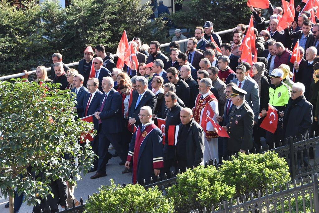 http://www.omu.edu.tr/sites/default/files/files/omu_ve_samsun_sehitlerimiz_icin_tek_yurek_oldu/dsc_7988.jpg