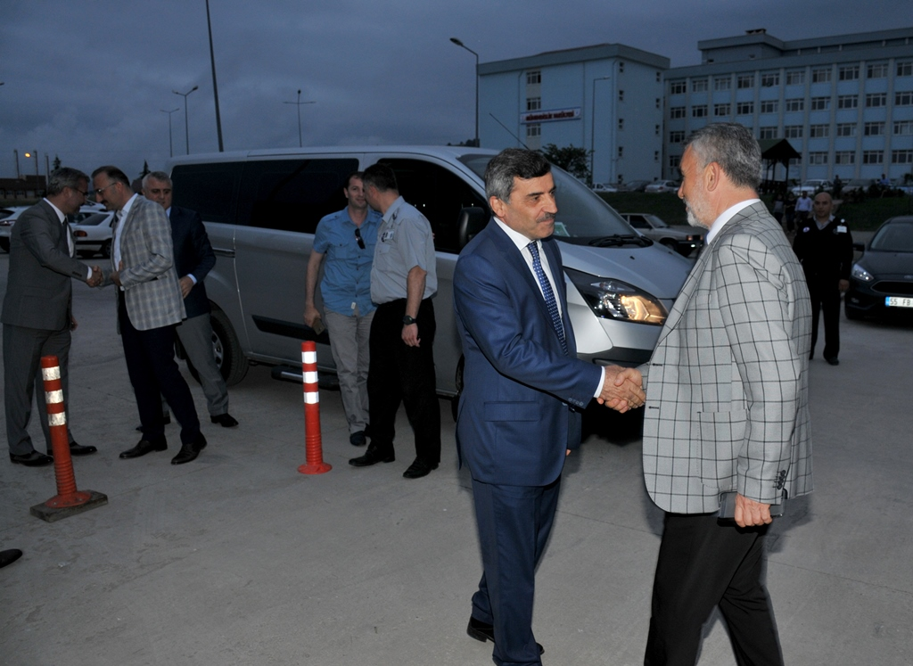 http://www.omu.edu.tr/sites/default/files/files/rector_bilgic_meets_omu_family_at_quotiftarquot_/omuiftardsc_0009_1.jpg