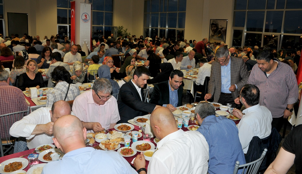 http://www.omu.edu.tr/sites/default/files/files/rector_bilgic_meets_omu_family_at_quotiftarquot_/omuiftardsc_0009_12.jpg