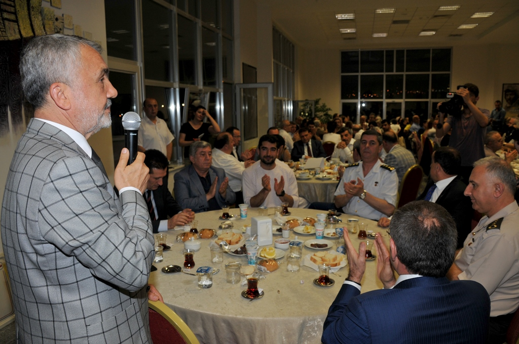 http://www.omu.edu.tr/sites/default/files/files/rector_bilgic_meets_omu_family_at_quotiftarquot_/omuiftardsc_0009_17.jpg