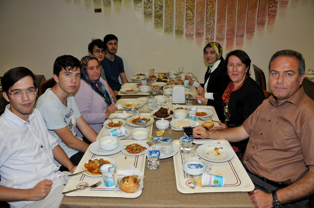 http://www.omu.edu.tr/sites/default/files/files/rector_bilgic_meets_omu_family_at_quotiftarquot_/omuiftardsc_0009_19.jpg