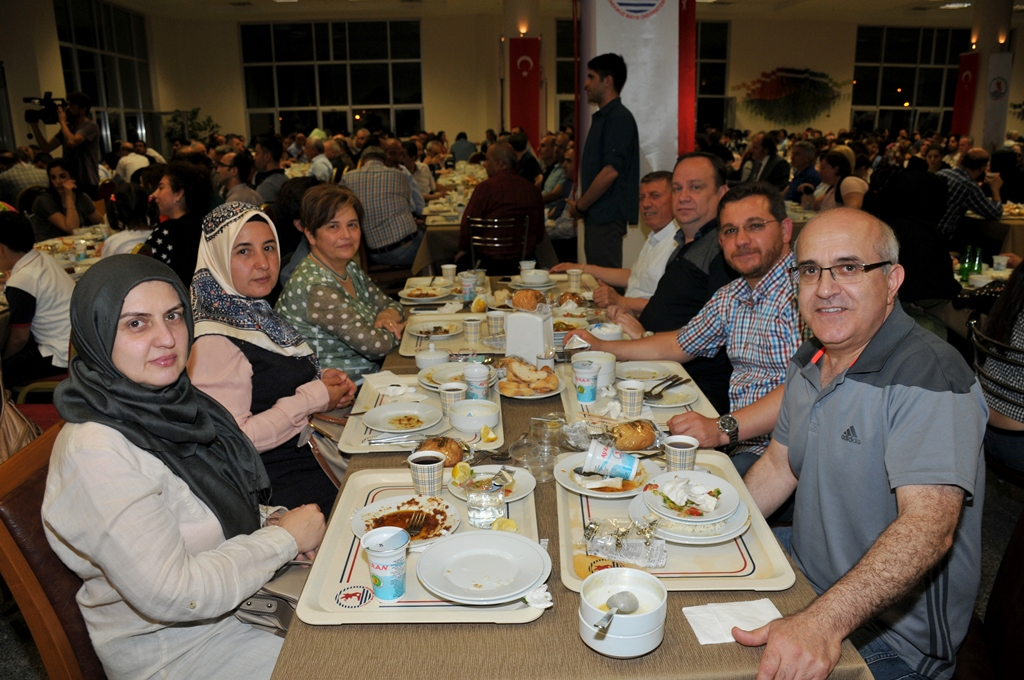 http://www.omu.edu.tr/sites/default/files/files/rector_bilgic_meets_omu_family_at_quotiftarquot_/omuiftardsc_0009_20.jpg