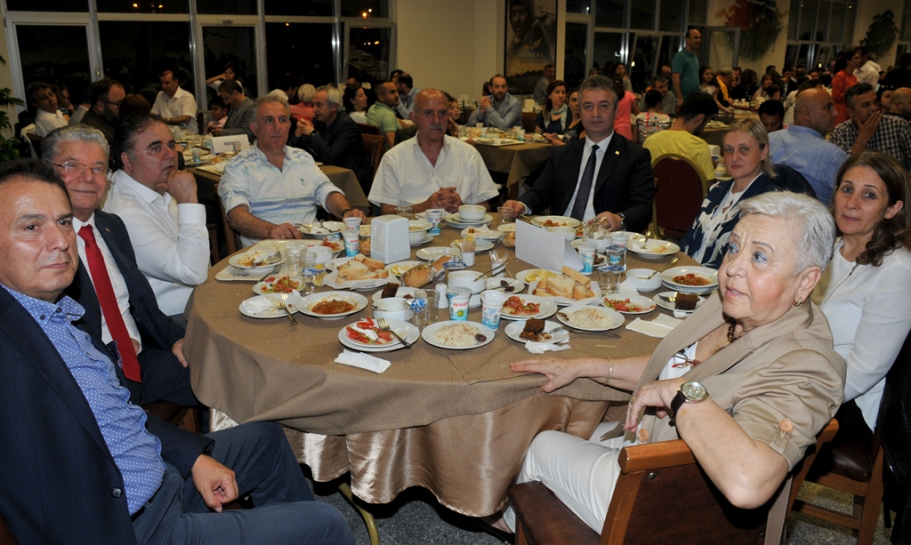 http://www.omu.edu.tr/sites/default/files/files/rector_bilgic_meets_omu_family_at_quotiftarquot_/omuiftardsc_0009_21.jpg