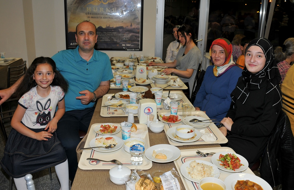 http://www.omu.edu.tr/sites/default/files/files/rector_bilgic_meets_omu_family_at_quotiftarquot_/omuiftardsc_0009_26.jpg
