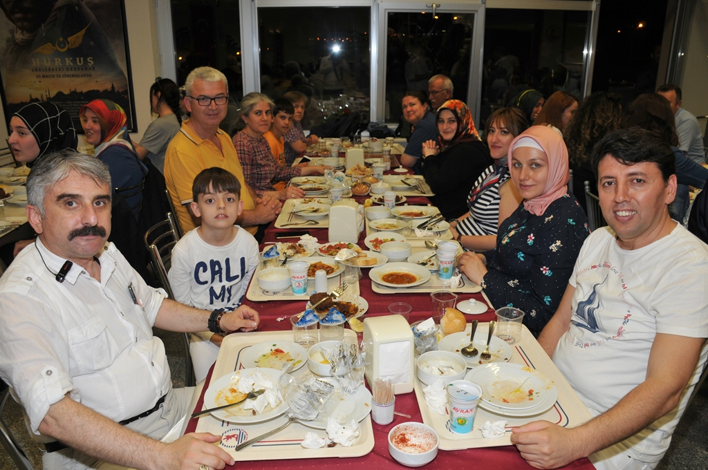 http://www.omu.edu.tr/sites/default/files/files/rector_bilgic_meets_omu_family_at_quotiftarquot_/omuiftardsc_0009_27.jpg