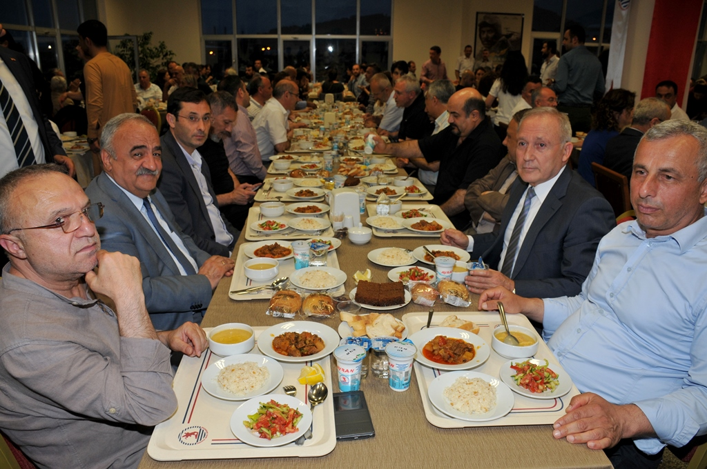 http://www.omu.edu.tr/sites/default/files/files/rector_bilgic_meets_omu_family_at_quotiftarquot_/omuiftardsc_0009_6.jpg