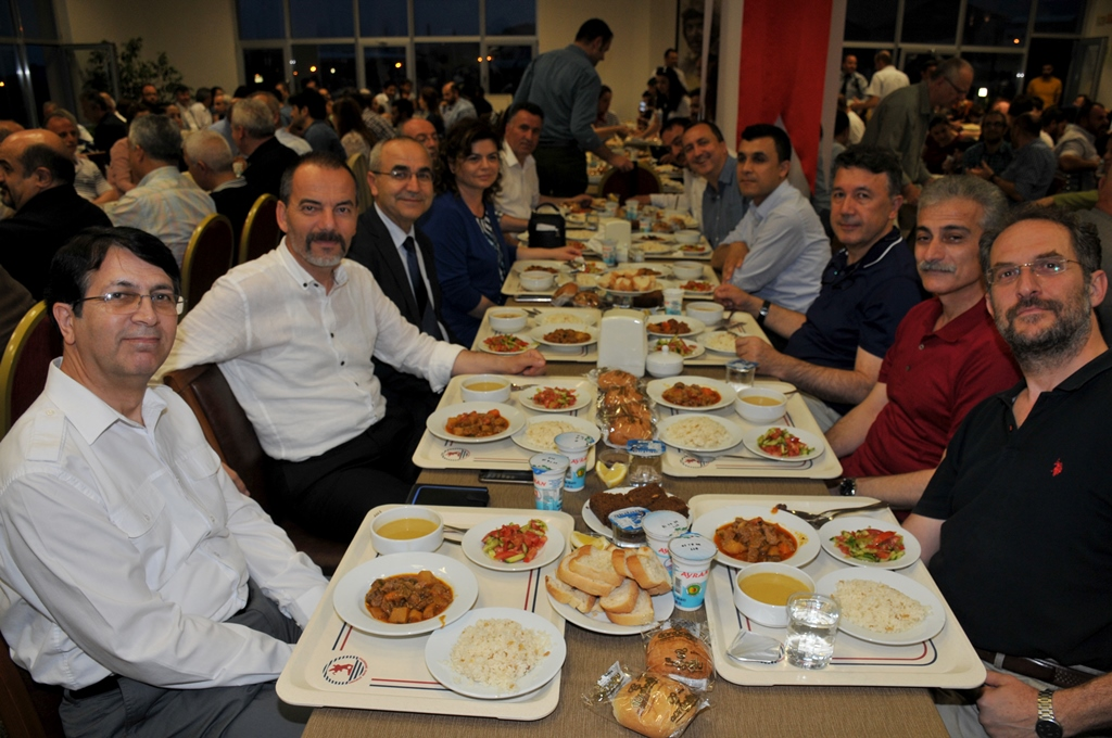 http://www.omu.edu.tr/sites/default/files/files/rector_bilgic_meets_omu_family_at_quotiftarquot_/omuiftardsc_0009_8.jpg