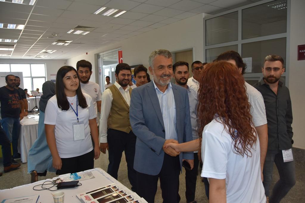 http://www.omu.edu.tr/sites/default/files/files/rektor_bilgic_yeni_ogrencilerin_mutluluguna_ortak_oldu/dsc_4960.jpg