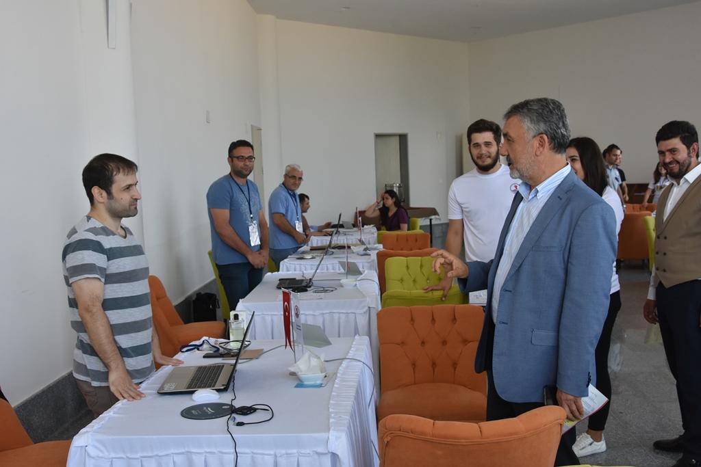 http://www.omu.edu.tr/sites/default/files/files/rektor_bilgic_yeni_ogrencilerin_mutluluguna_ortak_oldu/dsc_5001.jpg
