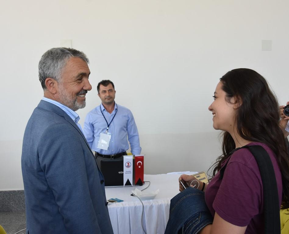 http://www.omu.edu.tr/sites/default/files/files/rektor_bilgic_yeni_ogrencilerin_mutluluguna_ortak_oldu/dsc_5005.jpg