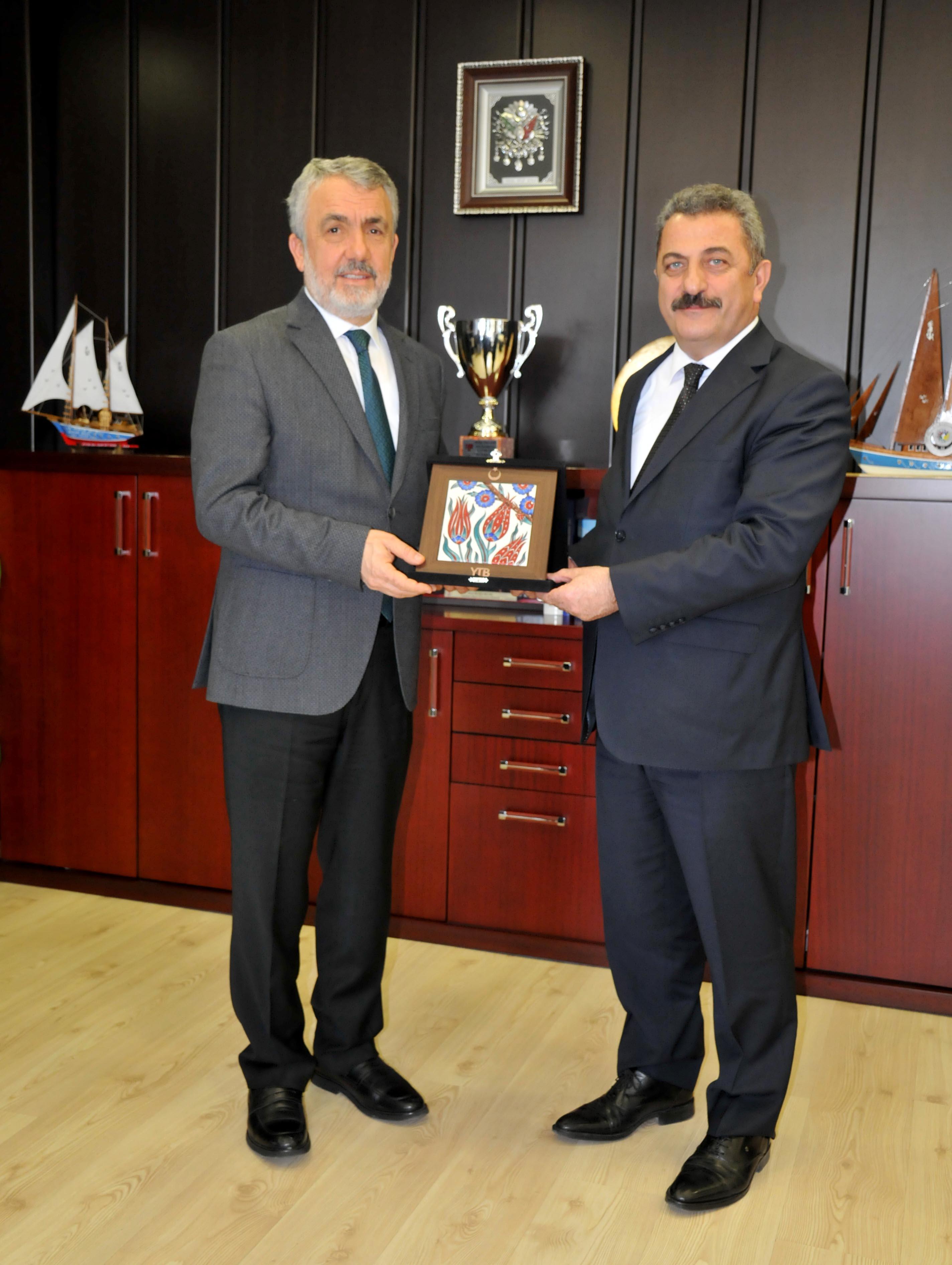 http://www.omu.edu.tr/sites/default/files/files/rektor_bilgic_yurt_disi_turkler_ve_akraba_topluluklar_baskanligi_heyetini_kabul_etti/dsc_0172.jpg