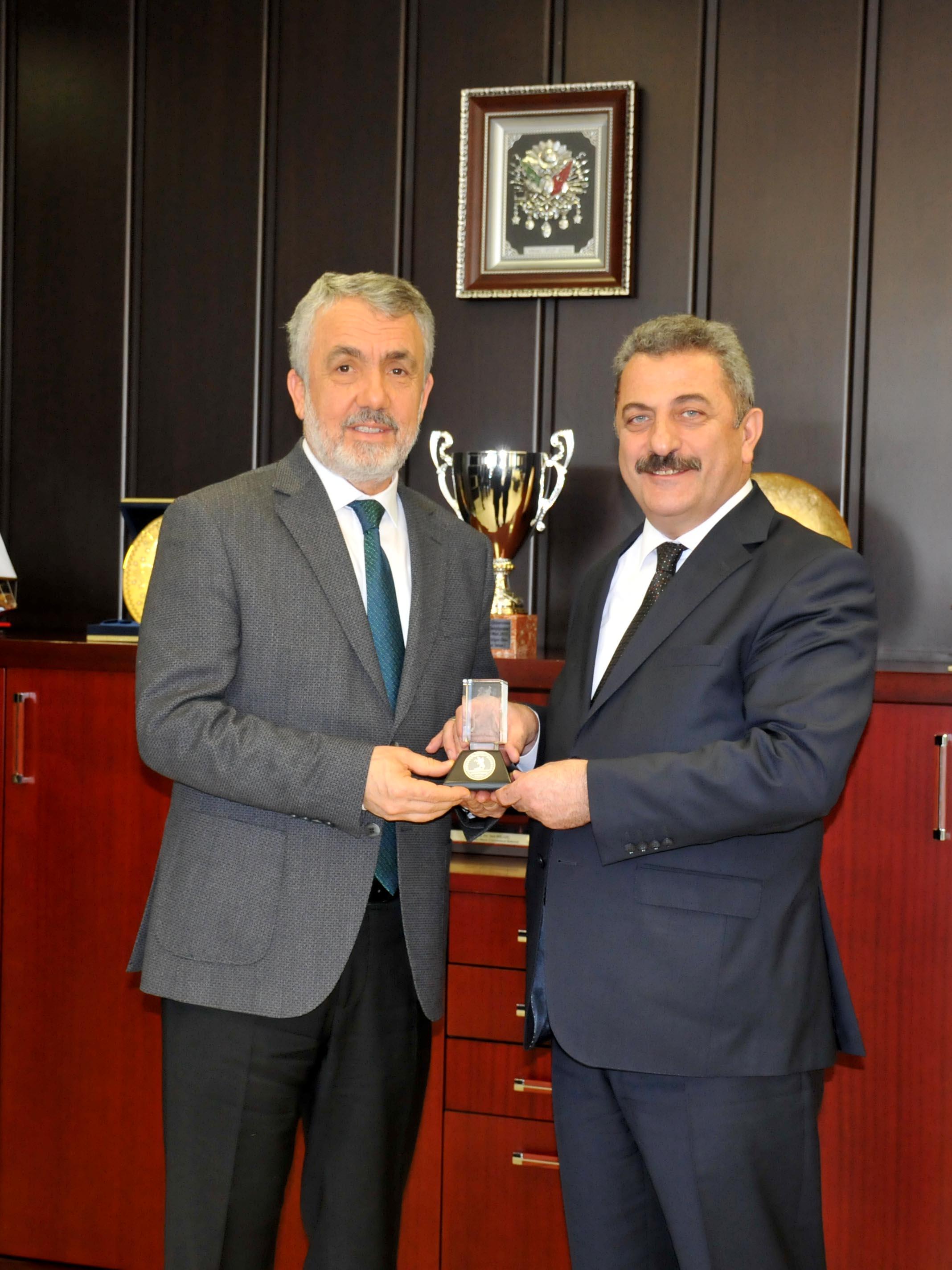 http://www.omu.edu.tr/sites/default/files/files/rektor_bilgic_yurt_disi_turkler_ve_akraba_topluluklar_baskanligi_heyetini_kabul_etti/dsc_0175.jpg