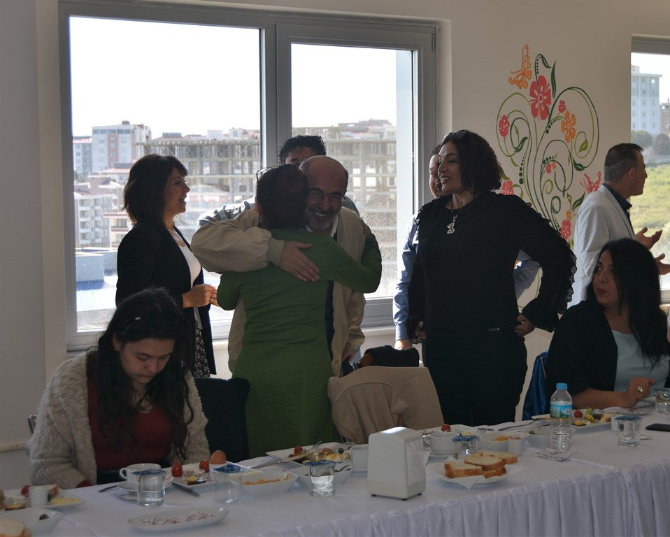 http://www.omu.edu.tr/sites/default/files/files/senior_and_junior_theater-players_of_omu_met_with_rector_bilgic_at_breakfast/dsc_6681.jpg