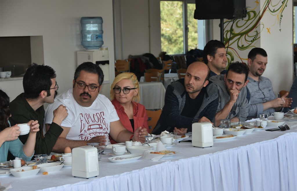 http://www.omu.edu.tr/sites/default/files/files/senior_and_junior_theater-players_of_omu_met_with_rector_bilgic_at_breakfast/dsc_6686.jpg