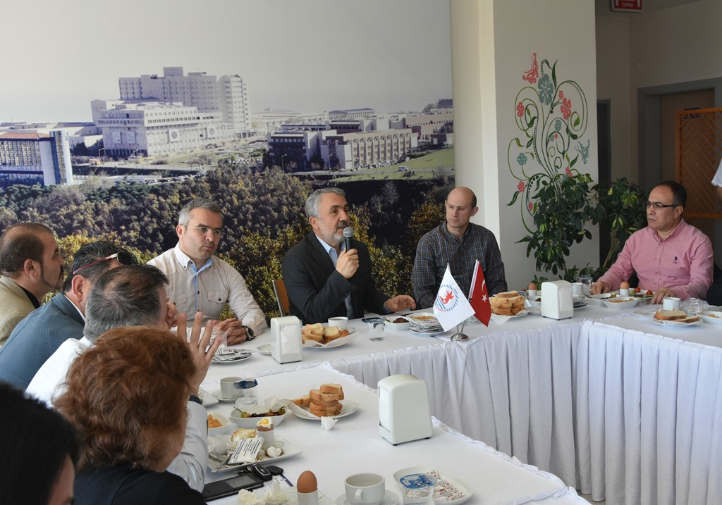 http://www.omu.edu.tr/sites/default/files/files/senior_and_junior_theater-players_of_omu_met_with_rector_bilgic_at_breakfast/dsc_6750.jpg