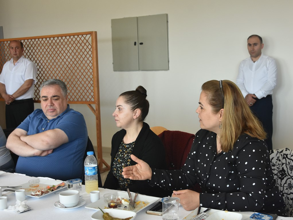 http://www.omu.edu.tr/sites/default/files/files/senior_and_junior_theater-players_of_omu_met_with_rector_bilgic_at_breakfast/dsc_6769.jpg