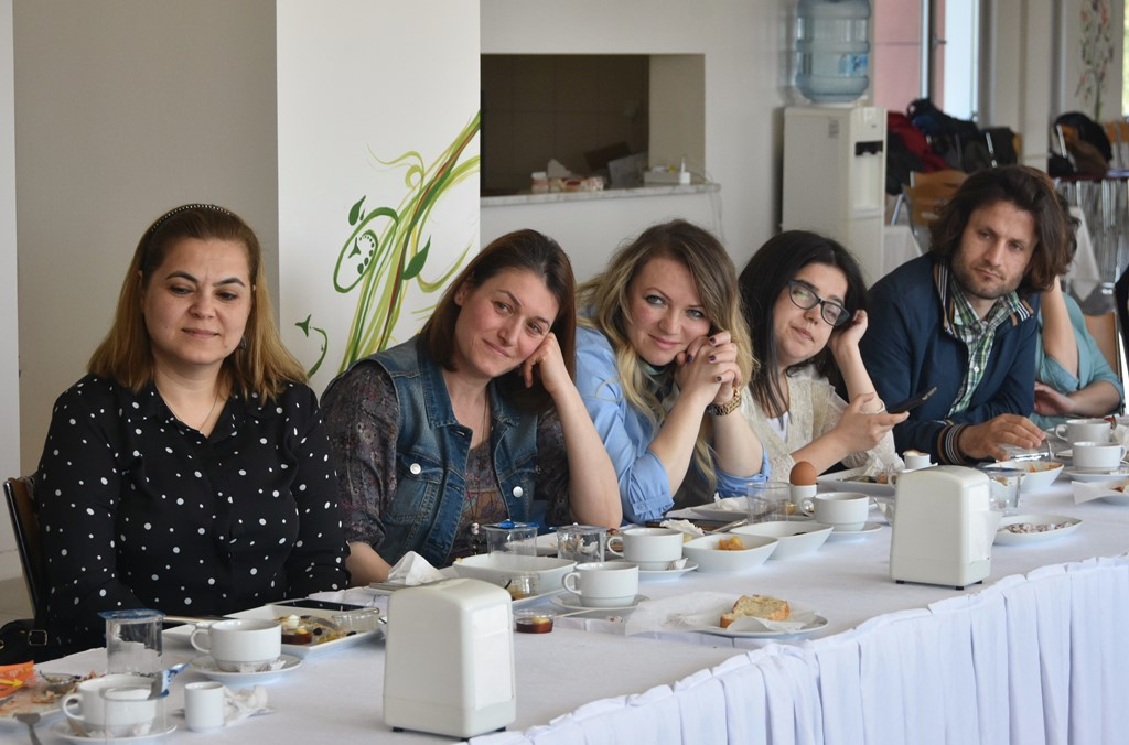 http://www.omu.edu.tr/sites/default/files/files/senior_and_junior_theater-players_of_omu_met_with_rector_bilgic_at_breakfast/dsc_6783.jpg