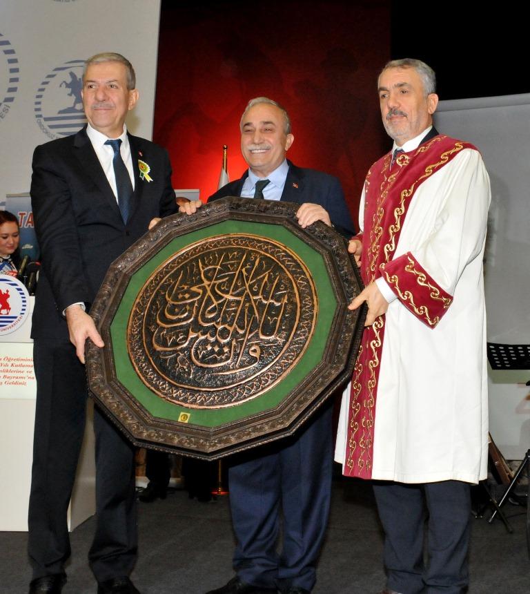 http://www.omu.edu.tr/sites/default/files/files/tarim_ve_saglik_bakaniyla_omu039de_tarim_bayrami_kutlandi/dsc_0173.jpg
